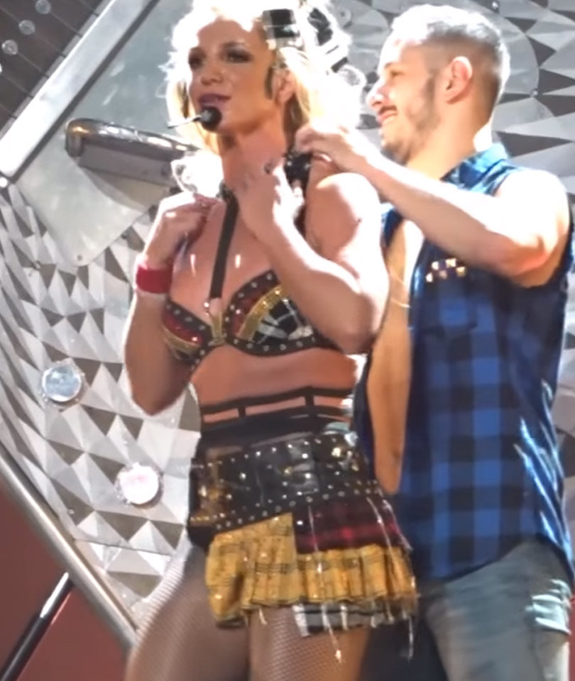 Britney Spears' Bra Comes Undone During Performance --…