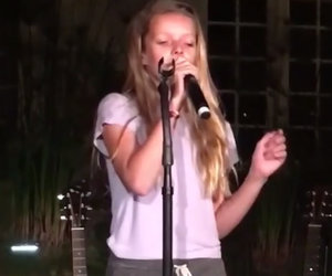 Paltrow's Kids Wow Onstage with Dad Chris Martin