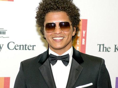 "Shade Alert? Bruno Mars Calls Adele a ""Diva"" with ""Attitude"""