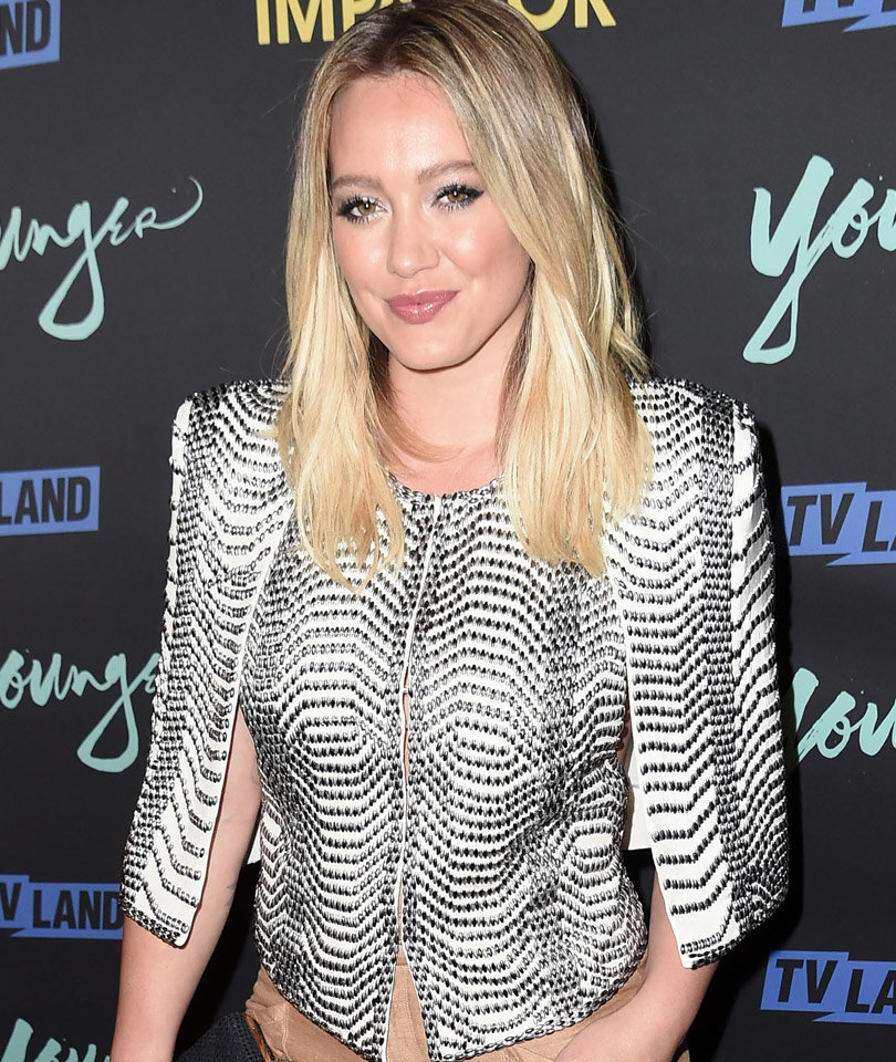 Hilary Duff Feeling Left Out In Bed with Boyfriend Jason…