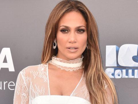 "Makeup-Free J.Lo Reveals She'll Star In ""Bye Bye Birdie Live!"""