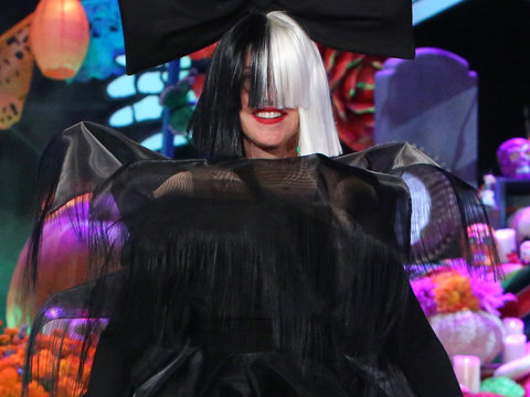 Ellen DeGeneres & Heidi Klum Perform as Sia & Maddie Ziegler for Halloween