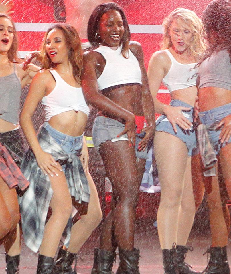 "Lupita Nyong'o Slays Salt-n-Pepa Performance on ""Lip Sync"" Battle!"