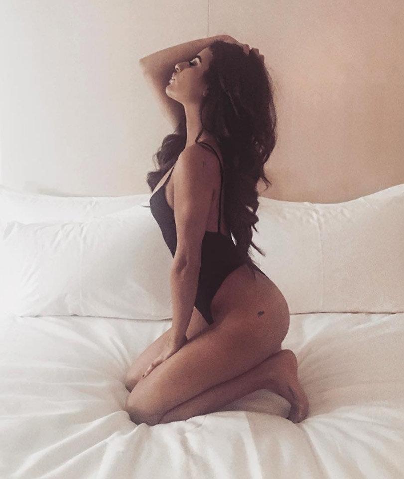 Lea Michele Keeps the Belfie Alive Following J.Lo's Similar Snap