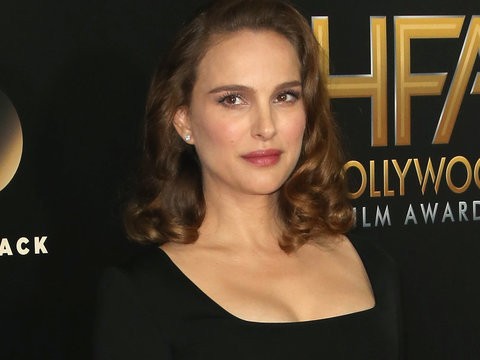 Natalie Portman Flaunts Baby Bump In Chic LBD at Hollywood Film Awards