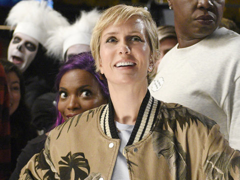 "Kristen Wiig Debuts Her Short New 'Do In ""SNL"" Mannequin Challenge"