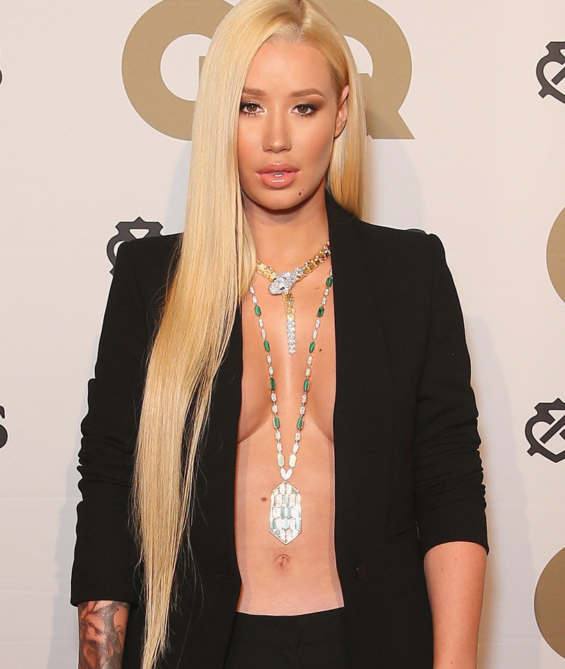 Iggy Azalea Ditches Her Top at GQ Men of the Year Awards!