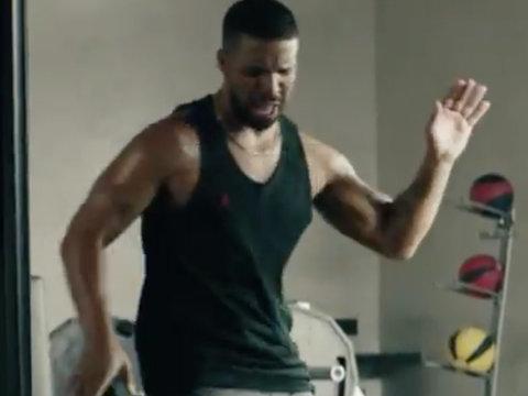 "Drake Lip Syncs Taylor Swift's ""Bad Blood"" Amid Hookup Rumors"