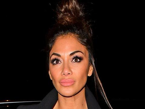 Nicole Scherzinger Rocks Major Cleavage & Even Bigger Lips!