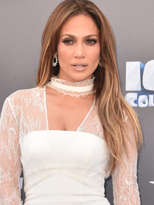 What Happened?! Jennifer Lopez Shows Off Black Eye