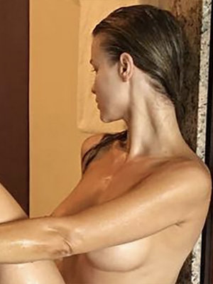 Joanna Krupa Goes Completely Naked on Instagram After Steamy Bath!