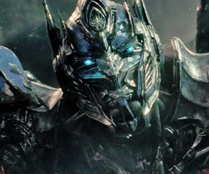 "Is Optimus Prime Evil In First ""Transformers: The Last Knight"" Trailer?"