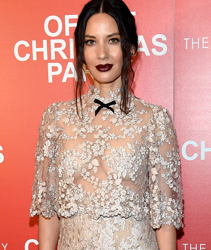 "Olivia Munn Goes Braless In Lace At ""Office Christmas Party"" Premiere"