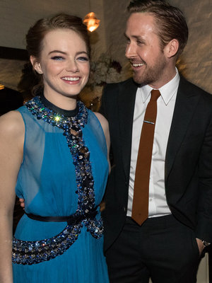 "Emma Stone & Ryan Gosling Make One Hot Pair at the Premiere of ""La La Land"""