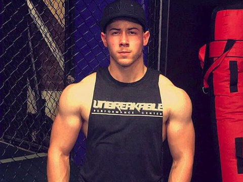 Nick Jonas Shows Off Bulging Biceps in This Week's Best Celebrity Selfies