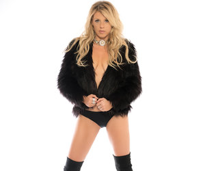 See 'Fuller House' Star Jodie Sweetin In Raciest Photo Shoot Ever