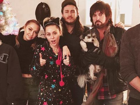 Miley Cyrus Spends the Holiday with Entire Cyrus Family and Fiancee Liam Hemsworth
