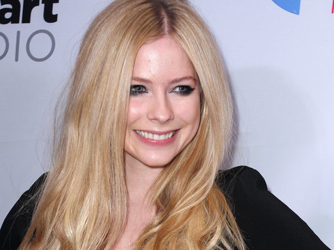 Avril Lavigne Blasts Facebook's Mark Zuckerberg Over Nickelback Diss (Video)