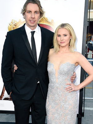Kristen Bell and Dax Shepard Share Major PDA on Holiday Vacay