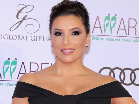 Eva Longoria Flaunts Killer Curves as She Sets Sail Before Christmas