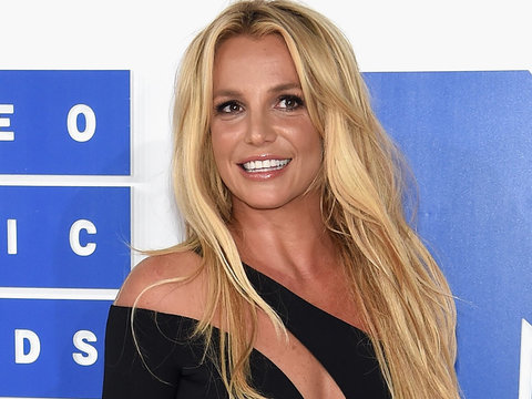 Britney Spears Cuddles Up Sam Asghari On Snapchat