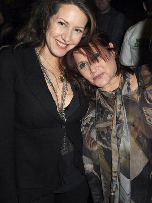 Joely Fisher Texted With Sister Carrie Fisher Just Before Her Flight (Video)