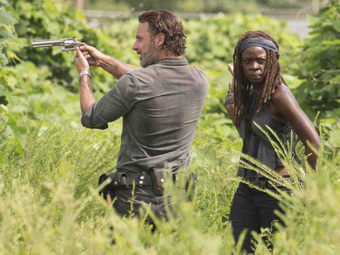 'Walking Dead' First Look at Second Half of Season Is Here -- And It's All-Out War With…