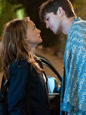 Here's How Ashton Kutcher Responded to Natalie Portman Exposing 'No Strings Attached' Pay Gap