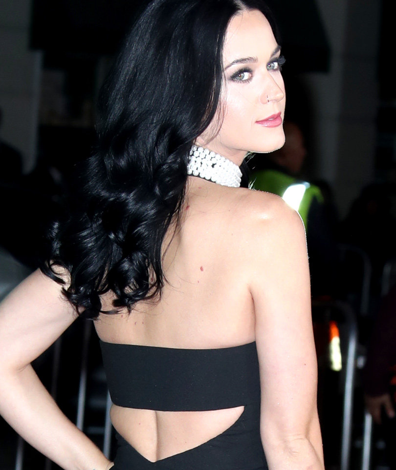 Katy Perry Debuts New 'Do, Is a Blonde Now (Photo)