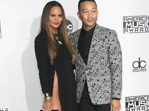 Chrissy Teigen DGAF And Her Fans Are Going Crazy About It