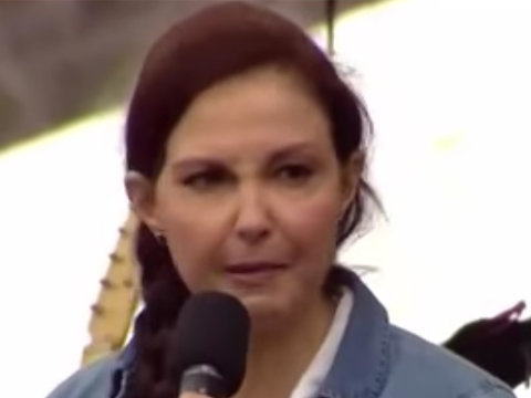 See Ashley Judd's Powerful Speech at the Women's March on DC (Video)