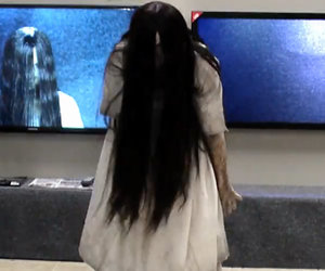 Samara Scares Unsuspecting TV Store Shoppers In 'The Ring'-Inspired Prank…