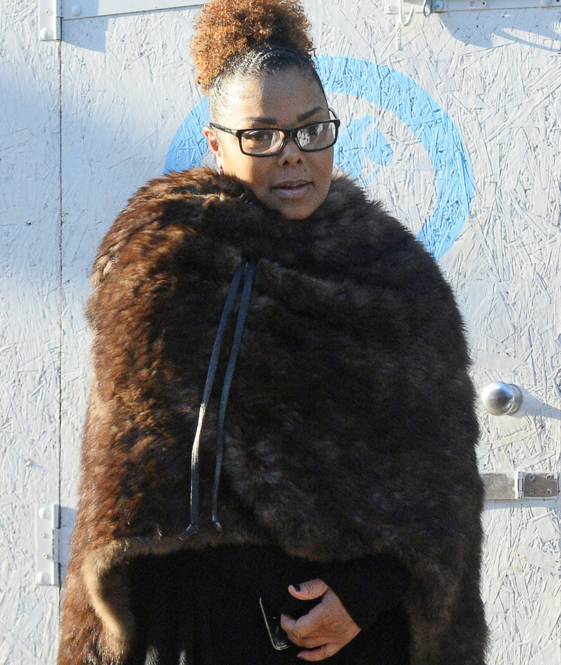 See First Photo of Janet Jackson Since Giving Birth to Baby Eissa