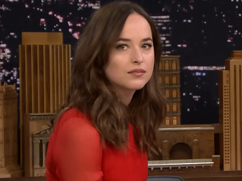 Dakota Johnson Gets Mad Giggles During Mad Libs of 'Fifty Shades of Grey' (Video)