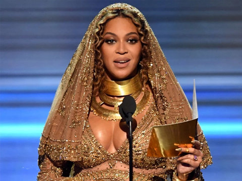 Beyoncé Shares Shocking and Cryptic Behind-the-Scenes Snap From the Grammys (Photos)