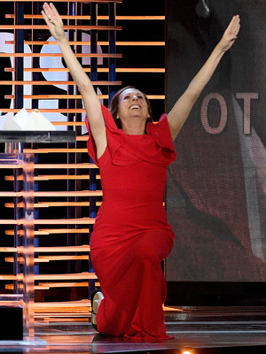 Molly Shannon Does 'Superstar' Move After Independent Spirit Win -- See Winner's List!