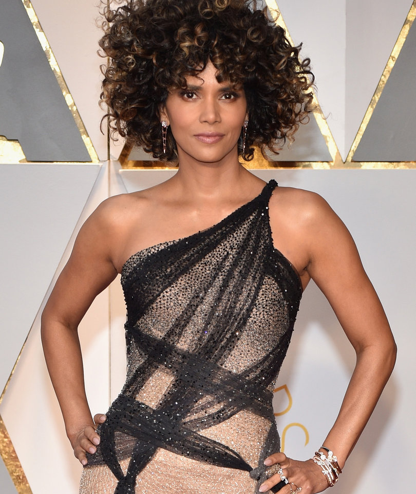 Halle Berry's Oscar Hair Is Being Brutalized