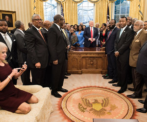 Kellyanne Conway Roasted on Twitter Over Comfy Couch Shot From Oval Office…