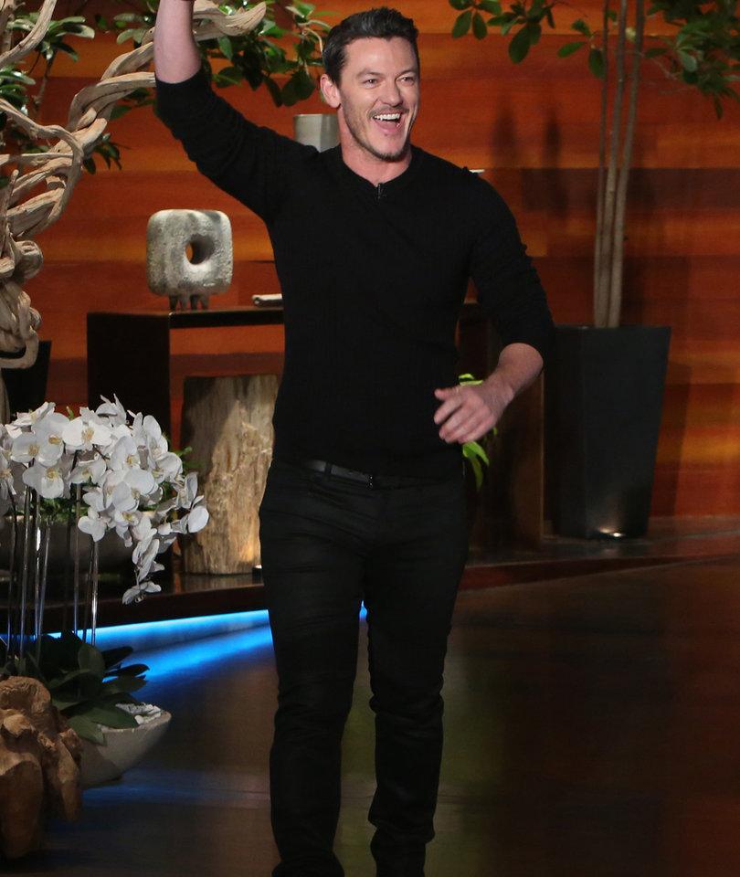 Luke Evans Serenades Adele in the Shower During 'Ellen Show' (Video)