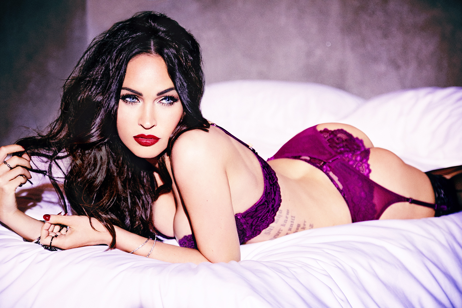 Artis Paling Hot  megan fox sexy