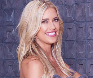 'Flip or Flop' Star Under Fire for Mother-Daughter Bikini Photo