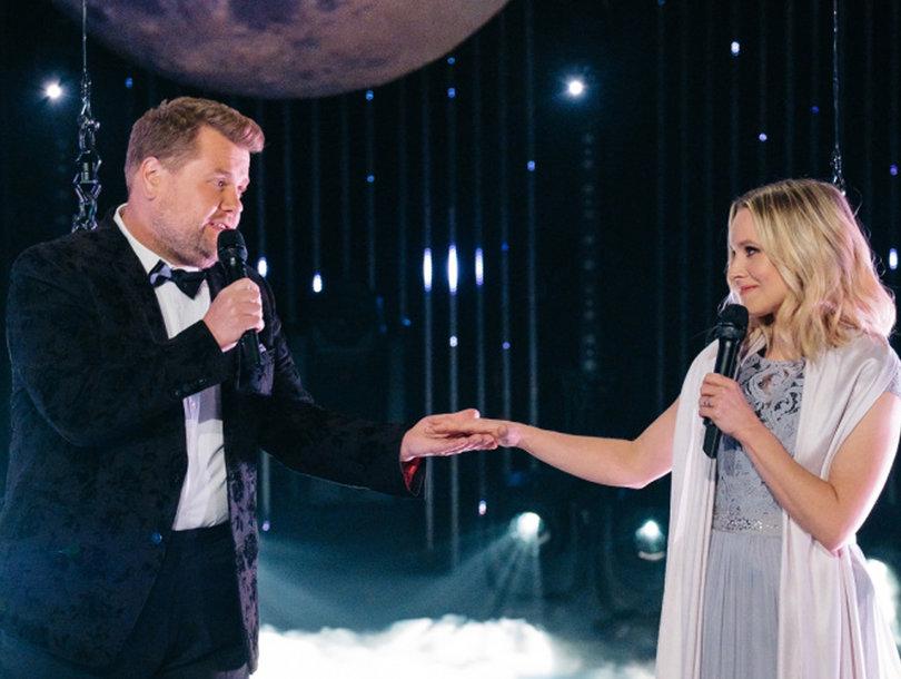 James Corden, Kristen Bell Sing Through Technical Issues in Awkward Aerial Duet…