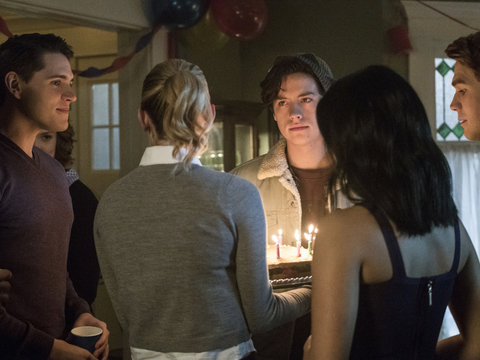 6 'Riverdale' Takeaways From the Next Two Episodes: More Murder, Secrets and Twincest