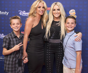 Jamie Lynn Surprises Britney Spears with First-Ever Icon Award at 2017 RDMAs