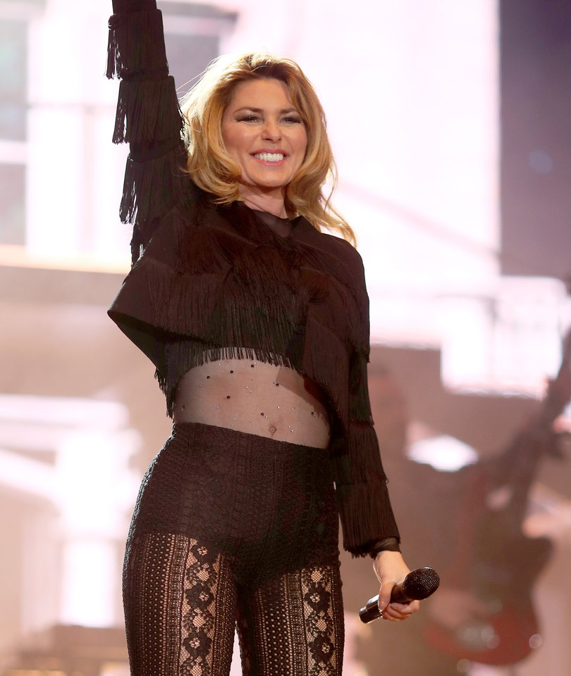 Shania Twain Has a 'Party for Two' with Nick Jonas at Stagecoach (Video)