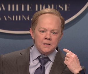 Melissa McCarthy's Sean Spicer Takes to the Street for This Weekend's 'SNL'