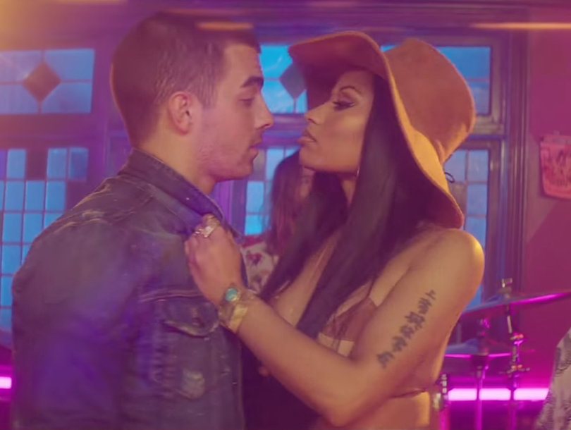 Joe Jonas and Nicki Minaj Get Their Sexy On in DNCE's New 'Kissing Strangers'…