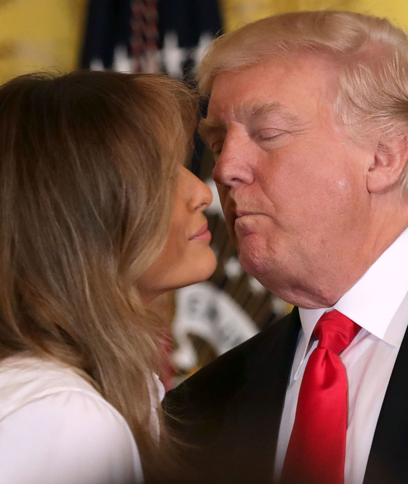 Donald Shakes Melania's Hand - And 5 Other Awkward POTUS / FLOTUS Moments