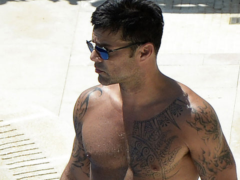 Ricky Martin Makes Us Drool While Shirtless in Spain