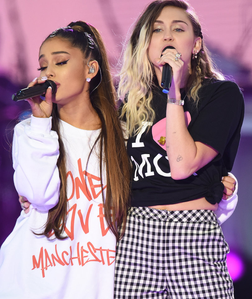 9 Most Powerful Moments From Ariana Grande's One Love Manchester Benefit Concert